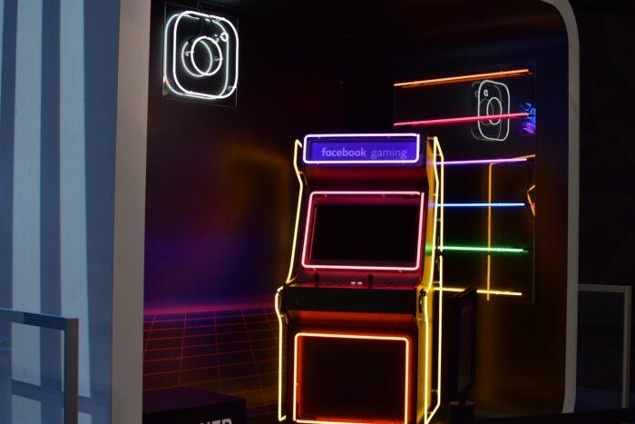 Neon facebook